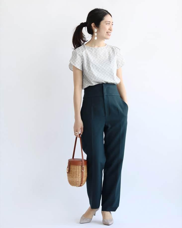 IENA 全身 プリント水色系半袖ブラウス 紺パンツ