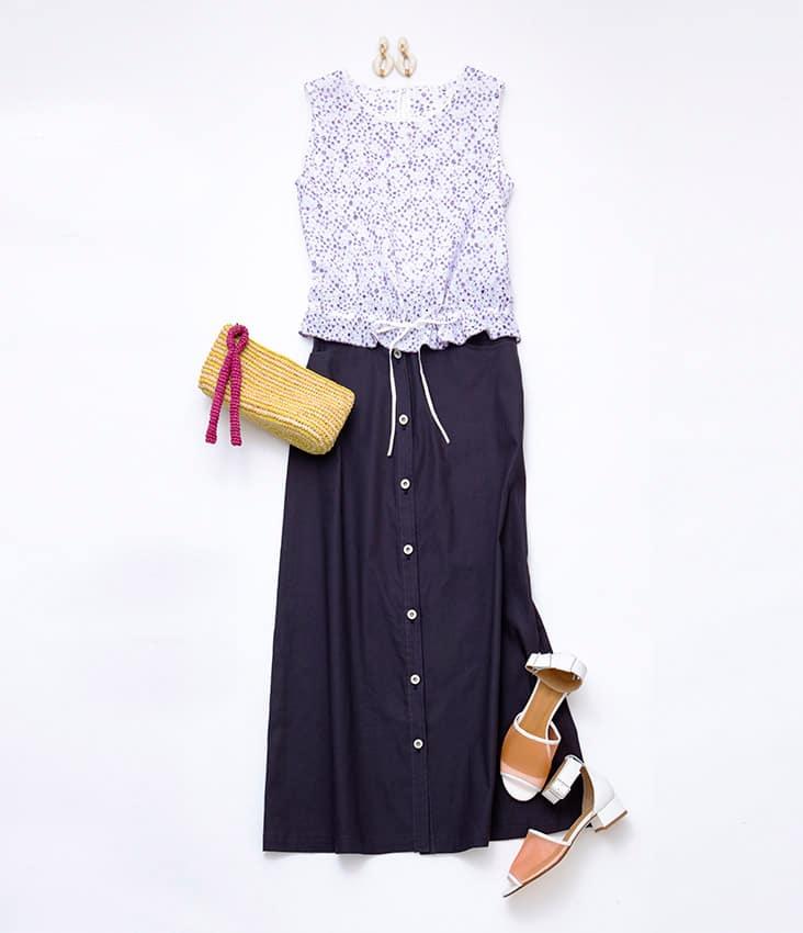 SLOBE静物コーディネート ノースリーブ刺繍ブラウス 紺ロングスカート ベージュバッグ 白サンダル