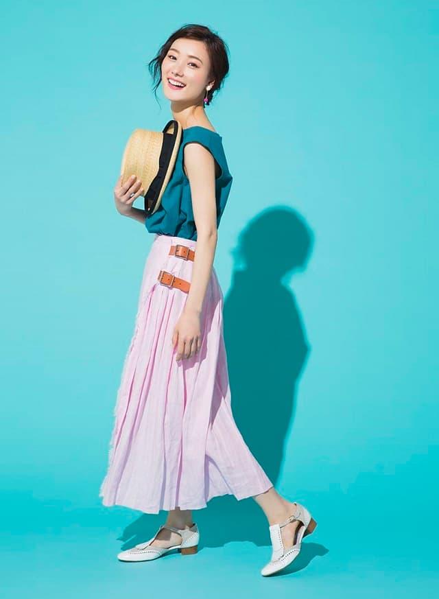 中島亜理沙が着こなすSpick & Spanのマキシ丈スカート