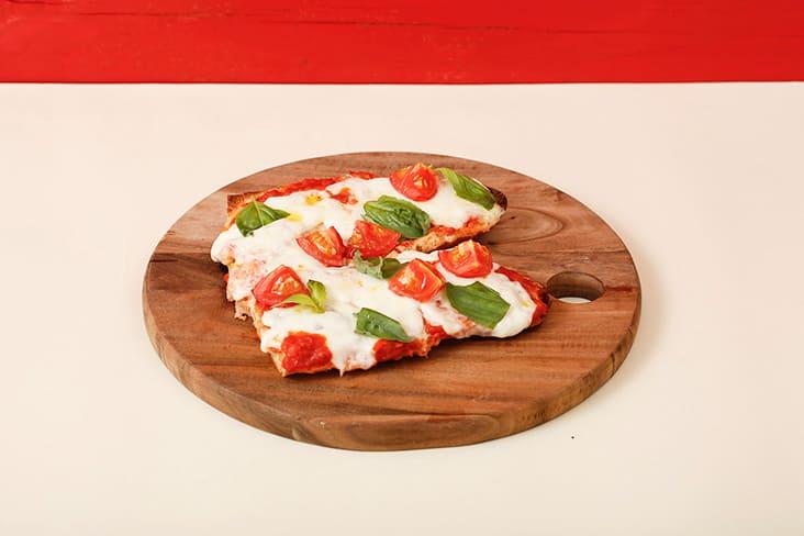 ピッツァ トマトとチーズ