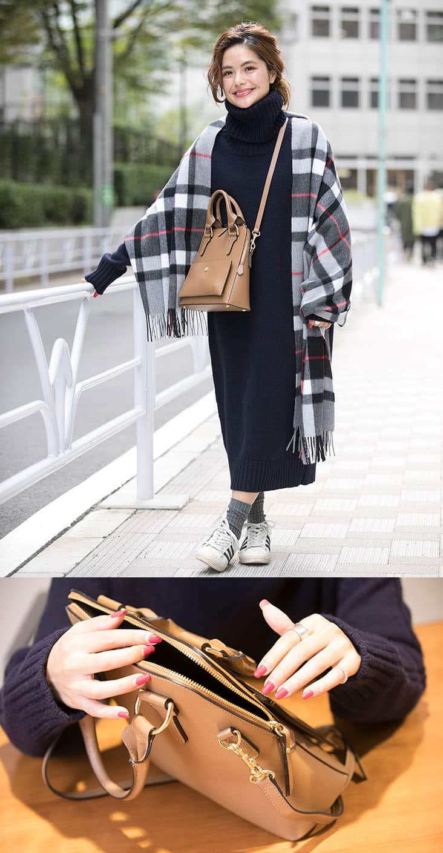 スピック稲葉さん全身 ネイビーワンピ、スニーカー、茶バッグ と バッグを触っているよりカット
