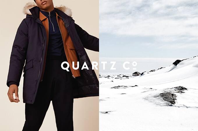 左側顔キリモデルダウンジャケット着用&右雪山イメージ画像